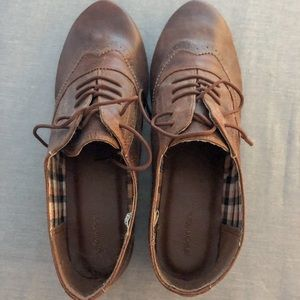 NWOT XHILARATION Faux Leather Brown Oxfords